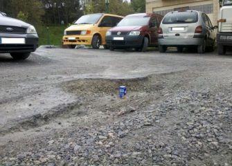 Acceso al aparcamiento en mal estado