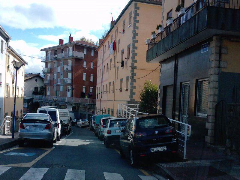 Errenteria acera parking de coches tr fico for Parking de coches