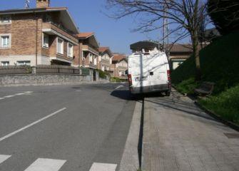 Así NO se aparca.