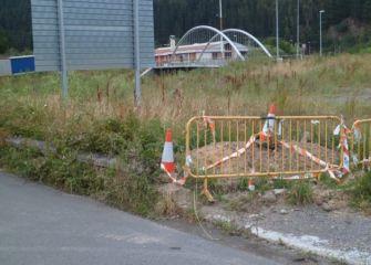 El entorno del moderno puente de Zubillaga inacabado y sin mantenimiento