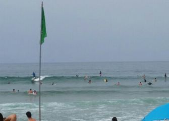 MASIFICACION DE SURFISTAS EN ZARAUTZ