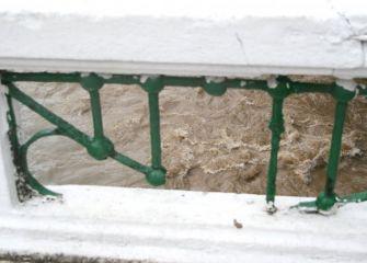 Peligroso hueco en el Puente Nuevo de Tolosa