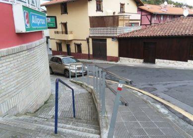 Mutriku: multas y medidas contra vehículos mal aparcados