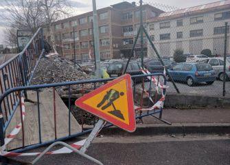 Obras en la entrada del colegio en Errenteria