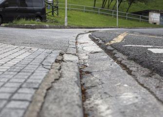 Acceso deteriorado a aparcamiento público