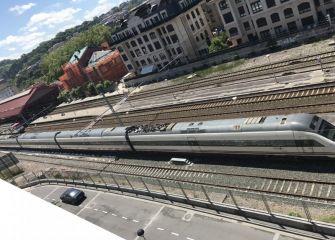 Ruido molesto de trenes parados en las vías del tren