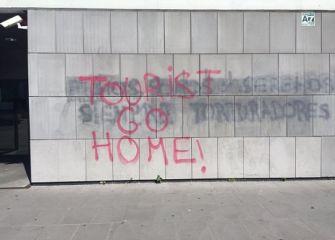 Mensaje xenófobo en polideportivo municipal de Intxaurrondo
