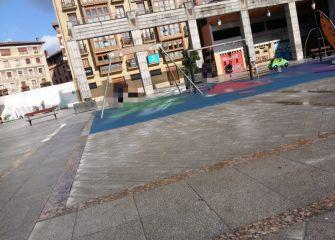 Columpio en plaza Esmaltería.