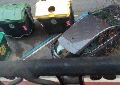 Calle Labayru, en los contenedores olor a muerto, pero ratas o humano?