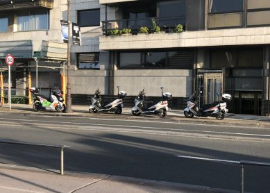 ¿Dónde aparcamos las bicis y motos en verano en Donosti si no hay suficiente espacio?