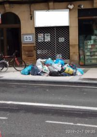¿Hasta cuándo esta basura en la calle eguia 2?