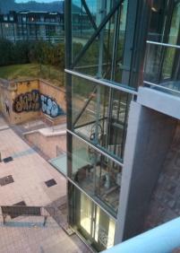 Pintadas en el ascensor del Paseo de Lete