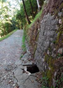 Agujero peligroso en la subida al parque de Aiete