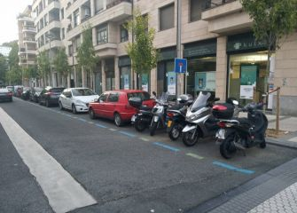 Motos mal aparcadas
